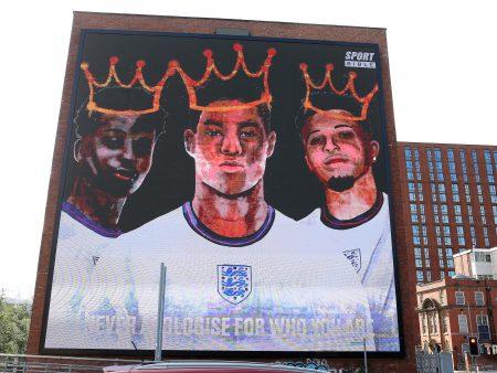 Евро-2020: четверо арестованы за то, что полиция связалась с гигантами социальных сетей из-за сообщений, нацеленных на игроков из Англии